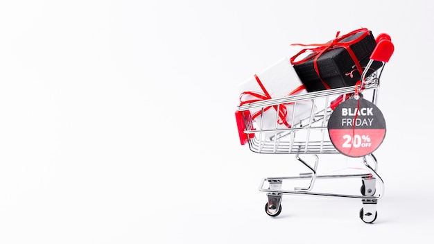 Sexta-feira negra carrinho de compras com presentes e banner Foto gratuita