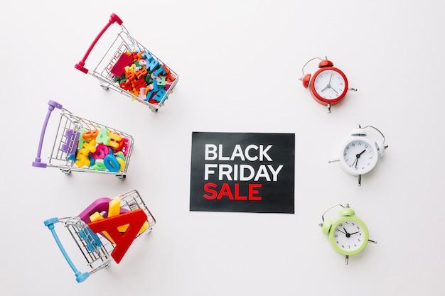 Sexta-feira negra carrinhos de compras e relógios Foto gratuita