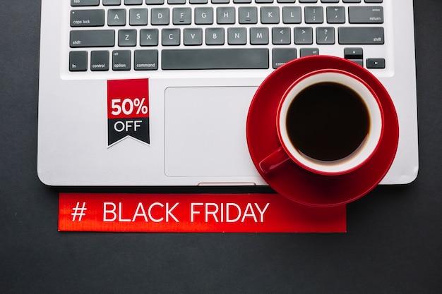 Sexta-feira negra desconto com macbook Foto gratuita