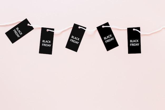 Sexta-feira preta tags conectado por corda Foto gratuita