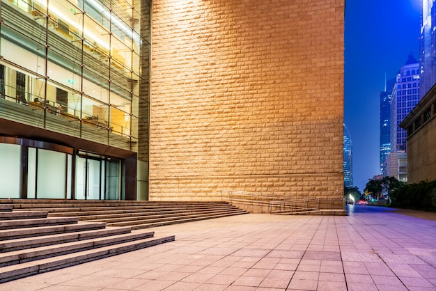 Shanghai lujiazui cidade rua visão noturna e arquitetura moderna edifício de escritórios Foto Premium