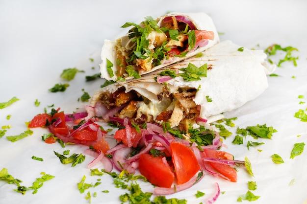 Shawarma de frango fresco Foto Premium