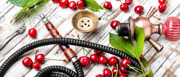 Shisha com sabor de tabaco de cereja Foto Premium