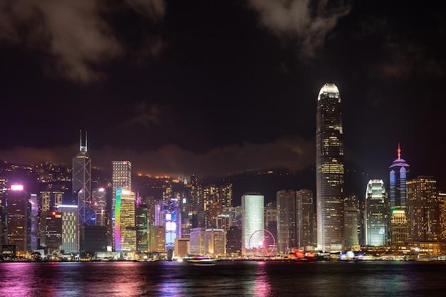 Show de laser da cidade de hong kong symphony of lights panorama arranha-céu landmark Foto Premium
