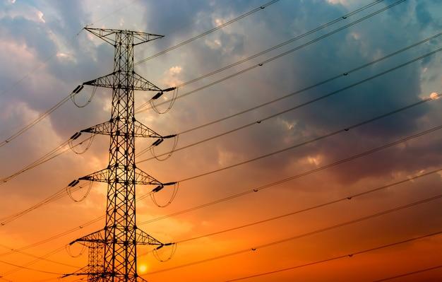 Silhueta da estrutura do poste elétrico de alta tensão Foto Premium