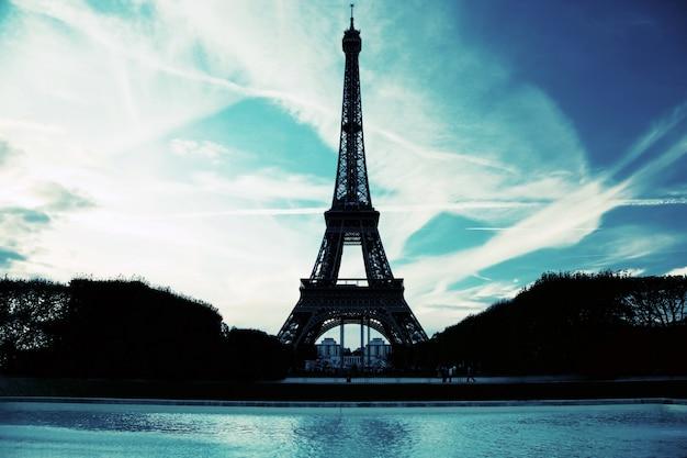 Silhueta da torre Eiffel Foto gratuita