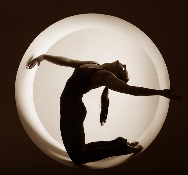 Silhueta de atleta dentro de um círculo Foto Premium