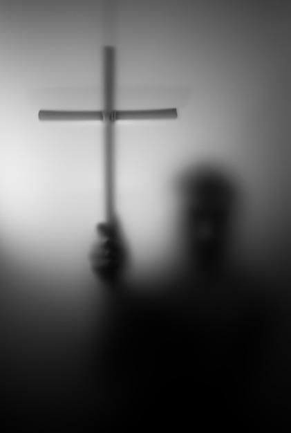 Silhueta de santo com cruz Foto Premium