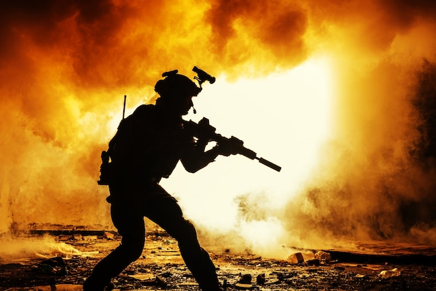 Silhueta negra de soldados Foto Premium