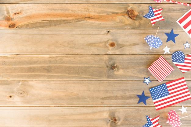 Símbolos americanos na superfície de madeira Foto gratuita
