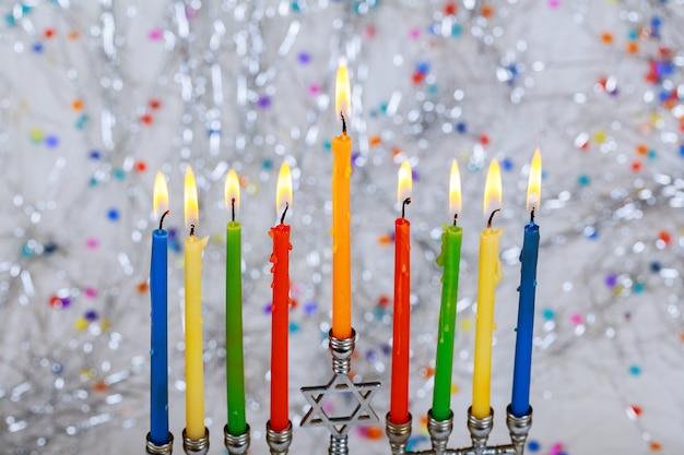 Símbolos de hannukah de feriado judaico - menorah Foto Premium
