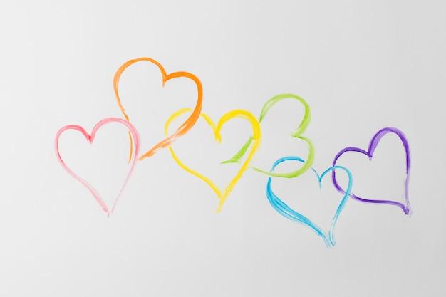 Símbolos do coração nas cores lgbt Foto gratuita