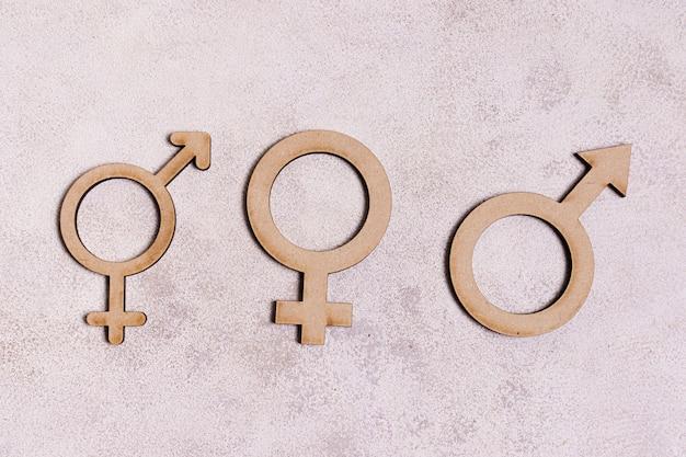 Sinais de gênero em fundo de mármore Foto gratuita