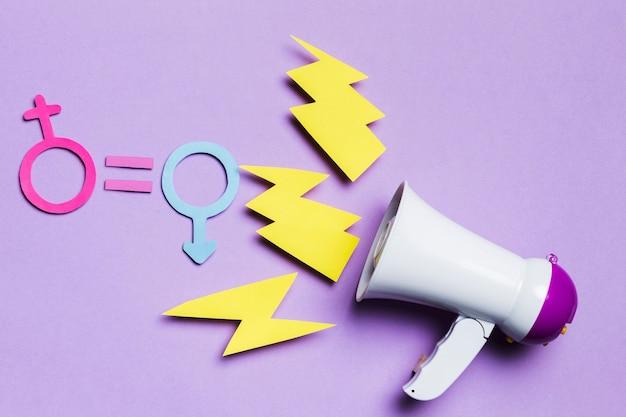 Sinais de gênero feminino e masculino com trovão e megafone Foto gratuita