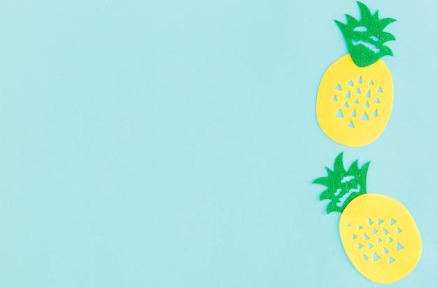Sinal de abacaxi em fundo claro Foto gratuita