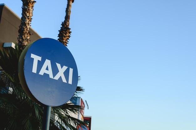 Sinal de estacionamento para táxis Foto Premium