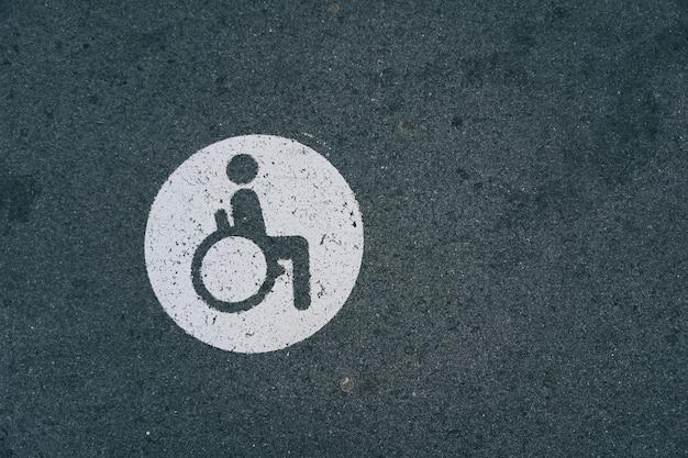 Sinal de trânsito em cadeira de rodas Foto Premium