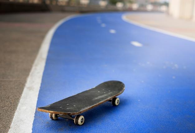 Skate skate atividade esporte extremo jogando conceito Foto Premium