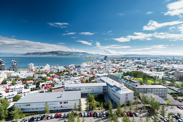Skyline da cidade de reykjavik na islândia Foto Premium