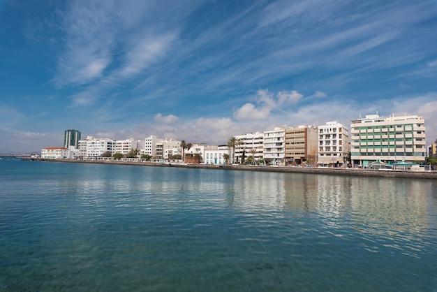 Skyline do capital de arrecife em lanzarote, ilhas canárias, espanha. Foto Premium
