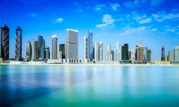 Skyline do centro de dubai Foto Premium