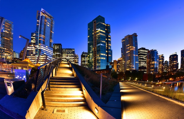 Skyline vancouver, em, pôr do sol, columbia britânica, canadá Foto Premium