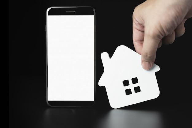 Smartphone com modelo de ícones de casa, casa para alugar, seleção de casa Foto Premium