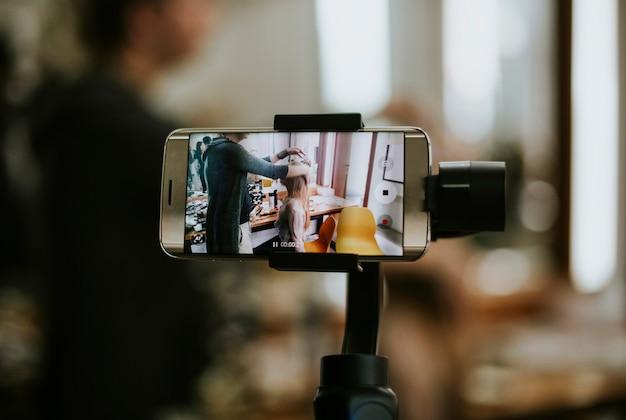Smartphone conectado a um giro Foto Premium