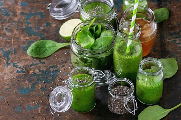Smoothie de espinafre verde Foto Premium