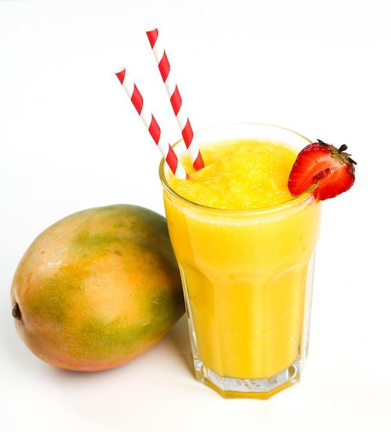 Smoothie de frutas saudáveis com morangos Foto gratuita