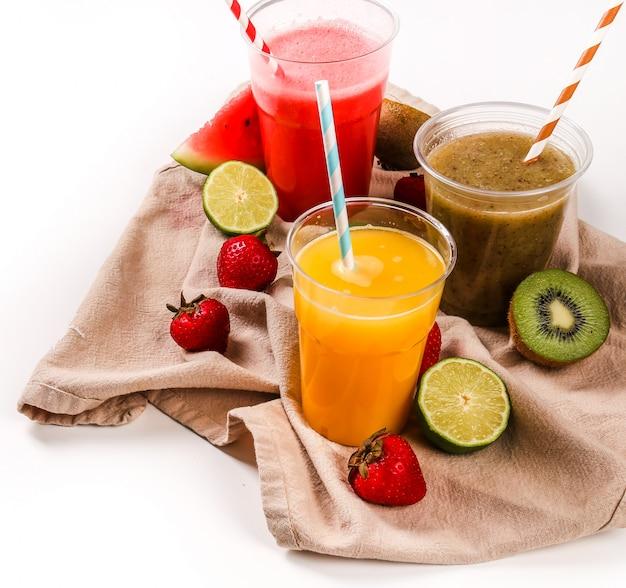 Smoothie de frutas saudáveis Foto gratuita