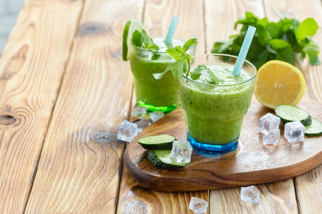 Smoothie de vegetais verdes Foto Premium