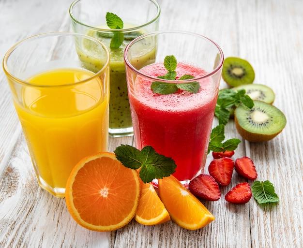 Smoothies de frutas saudáveis Foto Premium