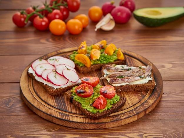 Smorrebrod - sanduíches dinamarqueses tradicionais Foto Premium
