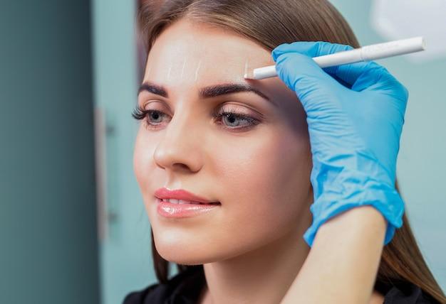 Sobrancelha permanente maquiagem. Foto Premium