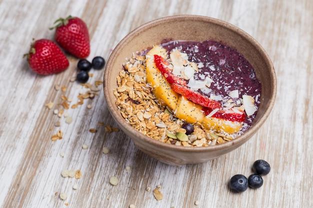 Sobremesa de manga saudável com aveia e iogurte Foto Premium