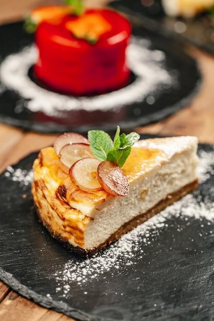 Sobremesa requintada do restaurante. refeições exclusivas e alta cozinha, vista superior Foto Premium