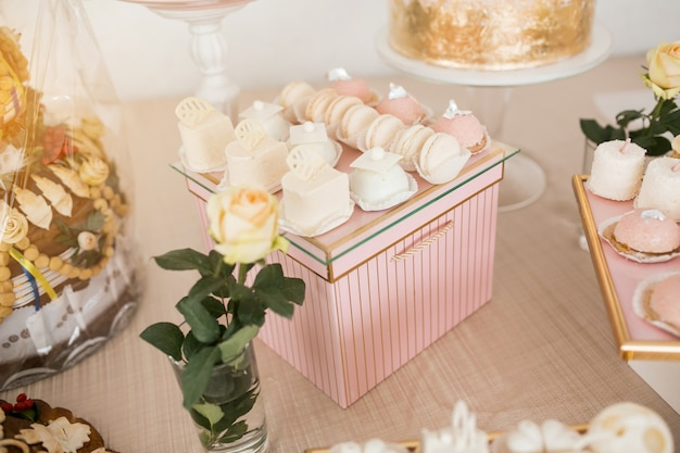 Sobremesas de mesa de casamento Foto gratuita