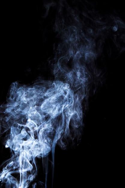 Sobreposição de fumaça branca sobre fundo preto Foto gratuita
