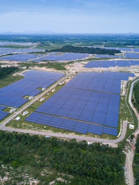 Solar fazenda, painéis solares de antena, tailândia Foto Premium