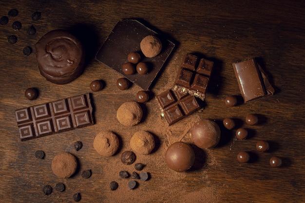 Sólidos de cacau e diversidade de chocolate Foto gratuita