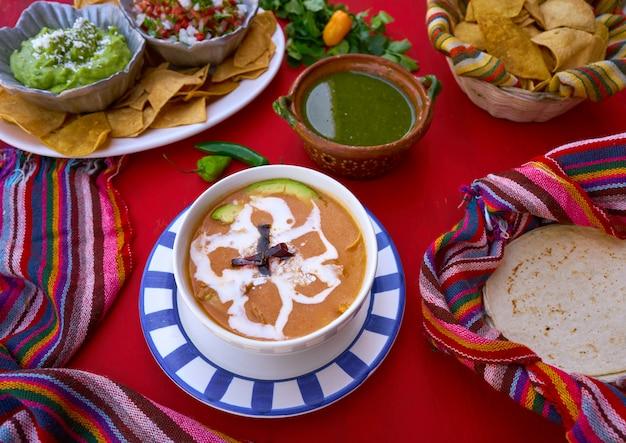 Sopa asteca da receita do méxico Foto Premium