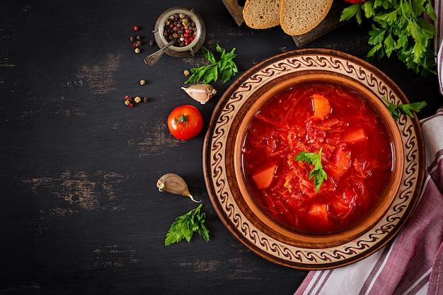 Sopa borsch tradicional russa ucraniana ou vermelha Foto Premium