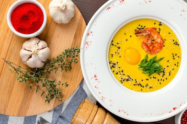 Sopa de abóbora com camarão Foto Premium