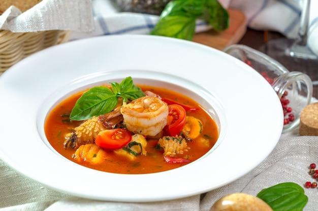 Sopa de frutos do mar Foto Premium