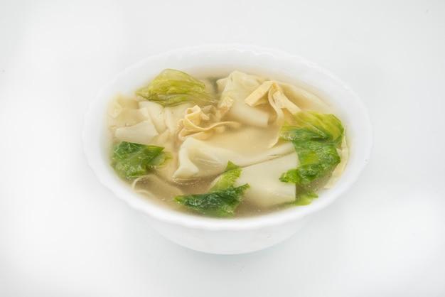 Sopa típica de bolinhos de massa, wan tun Foto Premium