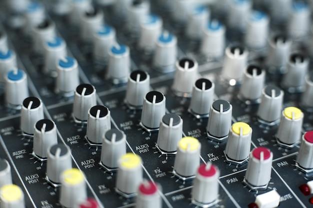 Soquetes e tomadas de equipamento musical. Foto Premium