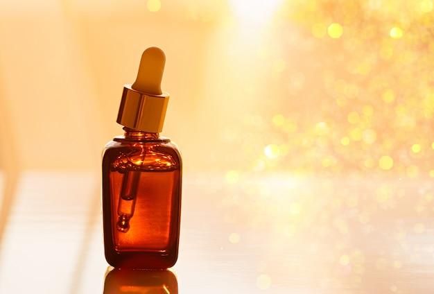 Soro facial hidratante anti-envelhecimento em frasco de vidro escuro Foto Premium