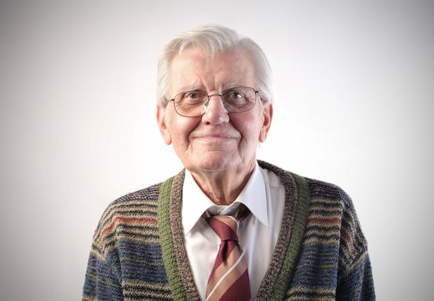 Sorrindo feliz homem idoso Foto Premium