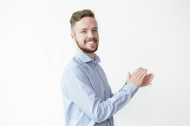 Sorrindo, homem bonito, palmas, mãos Foto gratuita